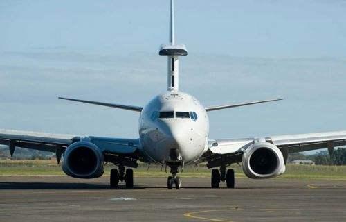 飞机燃油系统内有时也装油滤